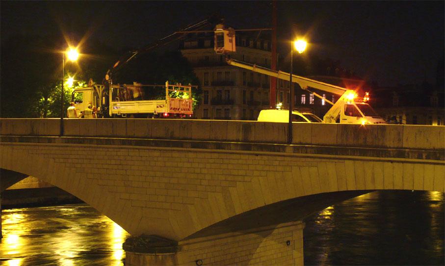 Fin du démontage sur le pont de la Citadelle.