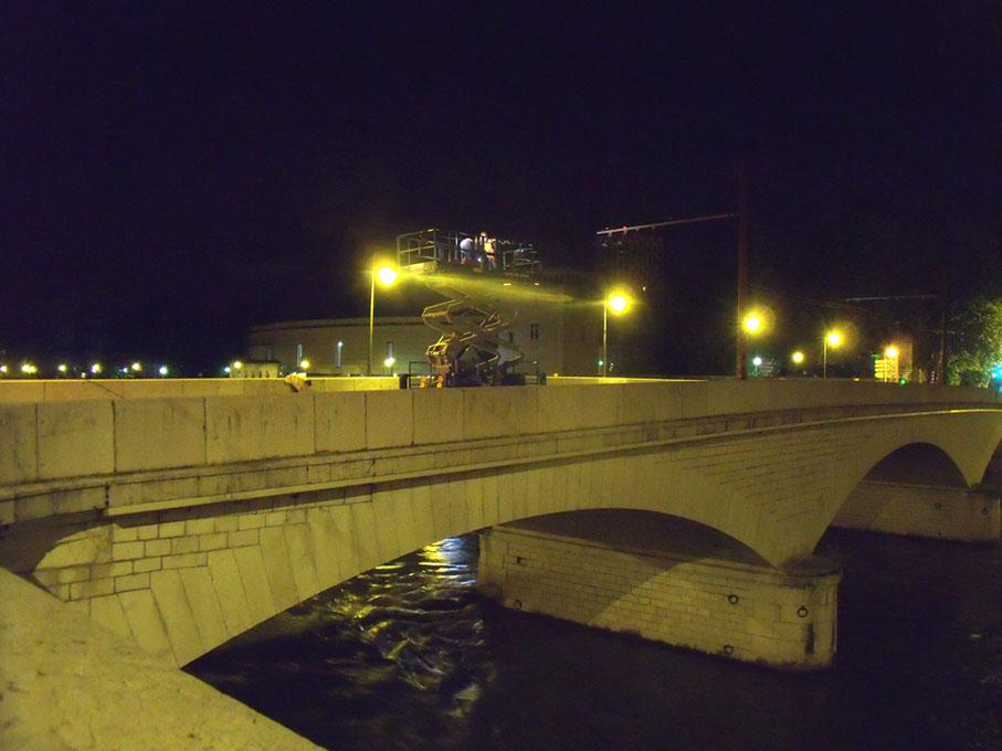 Démontage des lignes de trolleybus, pont de la Citadelle.