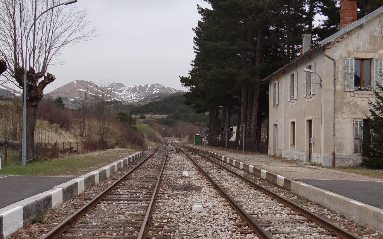 une gare sans train