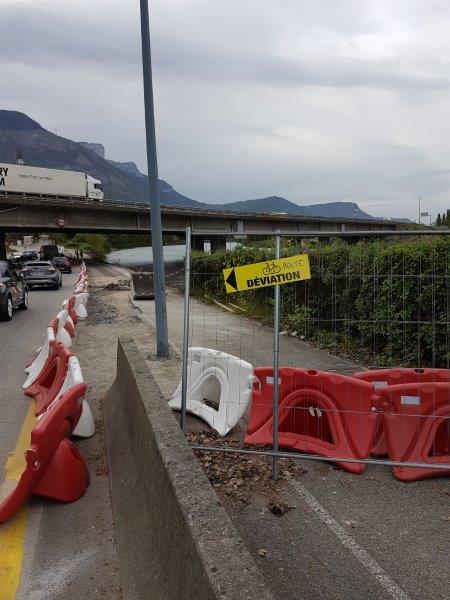 Travaux d'Elargissement de l'A480 : AREA met les cyclistes et piétons en danger !